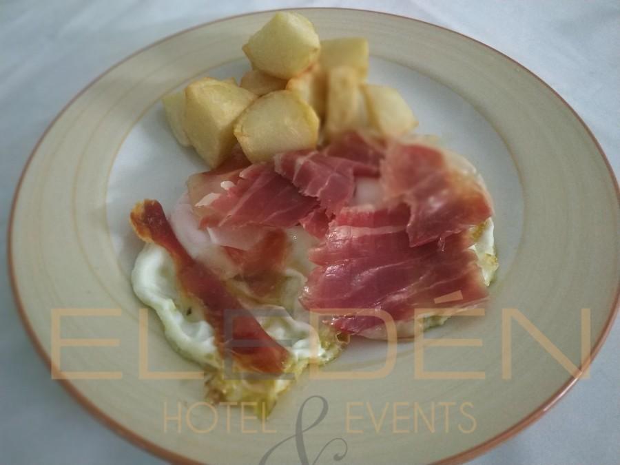Eggs with ham