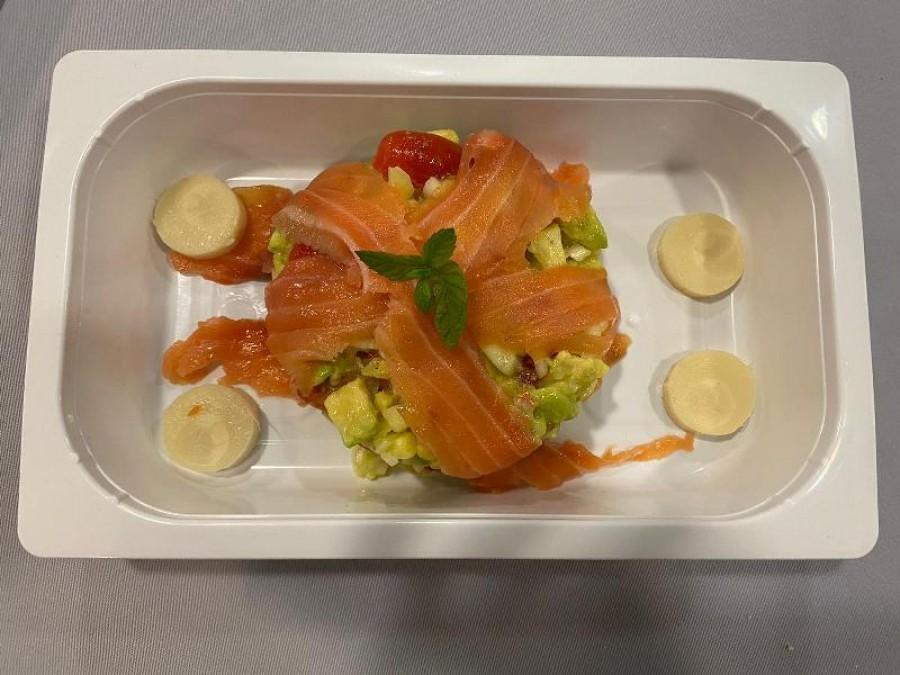 Avocado, pineapple and marinated salmon tartar